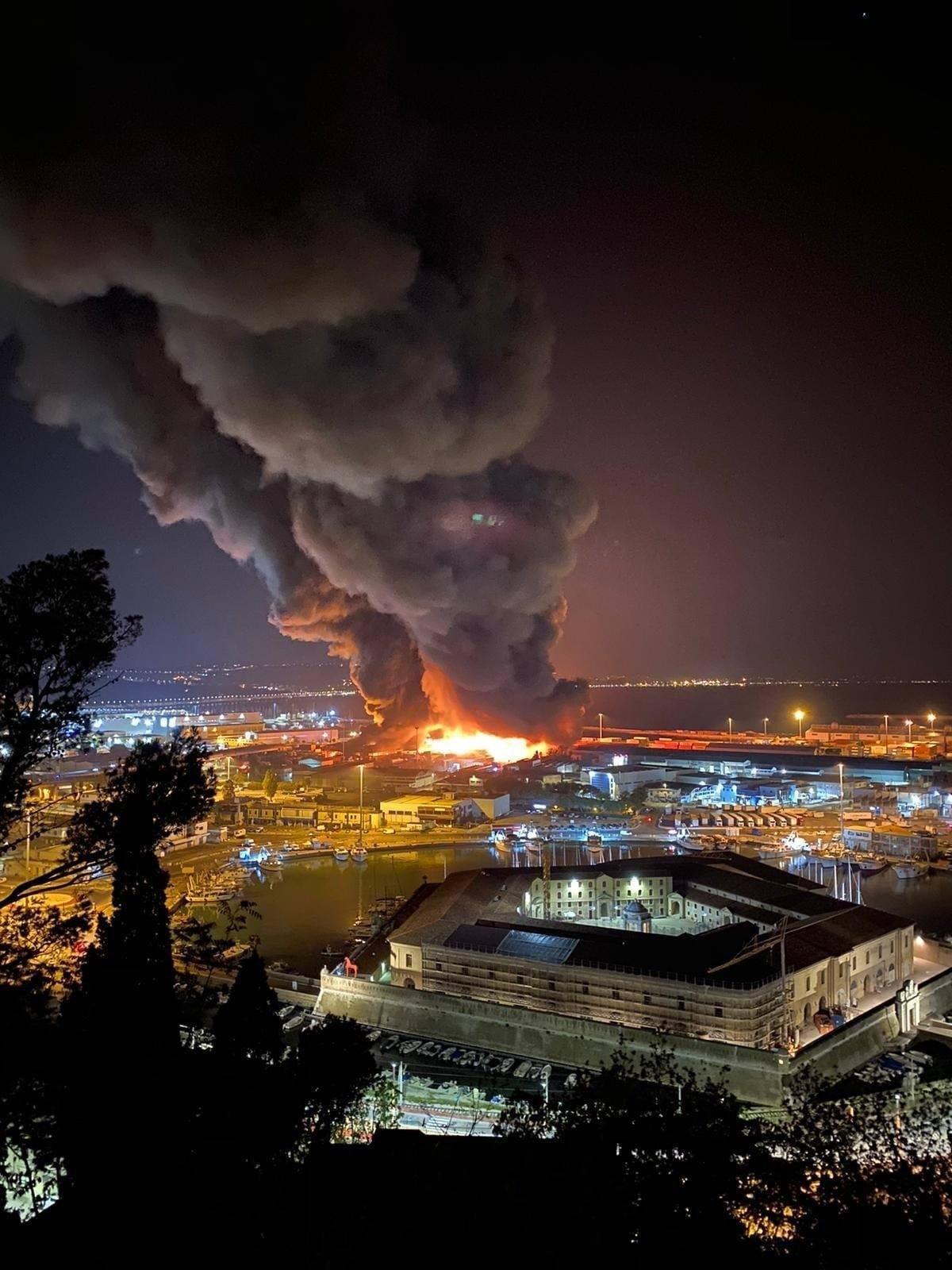 incendio-oggi-porto-di-ancona
